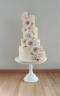 http://amelies-kitchen.co.uk/wedding-cakes/2/?gallery=46