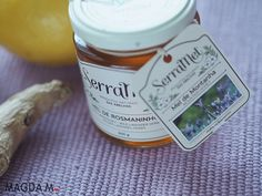 Petarda dla odporności - syrop z miodu, imbiru i cytryny Candle Jars, Kitchen, Honey, Cooking, Candle Mason Jars, Home Kitchens, Kitchens, Cucina, Cuisine