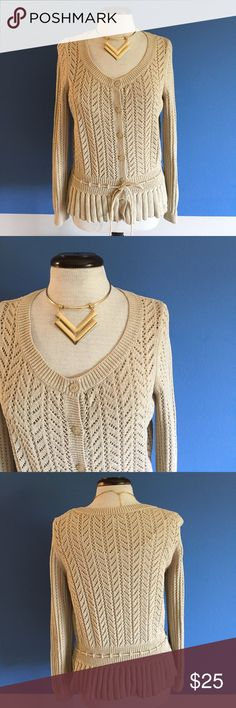 """LOFT Cream Sweater This cute sweater wants to be worn. Looks great with skinny jeans.   Measurements (Flat):  Length - 25""""/Bust - 18""""/Waist - 16"""" LOFT Sweaters"""