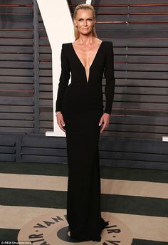 Wow factor! Sarah Murdoch turned heads as she headed to the star-studded Vanity Fair Oscar Party in Los Angeles on Sunday evening