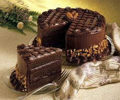 Search result for pecan fudge cake. Easy and delicious homemade recipes. See great recipes for Coca cola fudge cake too! Death By Chocolate, Love Chocolate, Chocolate Lovers, Chocolate Basket, Chocolate Heaven, Food Cakes, Cupcake Cakes, Chocolate Cake Photos, Desserts Rafraîchissants