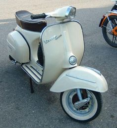 1968 vespa 180 ss | Lambretta: braucht einen neuen Lichtschalter - PX mit defektem ... Vespa Motor, Scooters Vespa, Scooter Bike, Lambretta Scooter, Scooter Motorcycle, Vespa 150, Piaggio Vespa, Vintage Vespa, Dirt Bike Girl