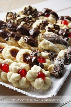 Coccole alla Panna: Pasticcini da tè di frolla montata