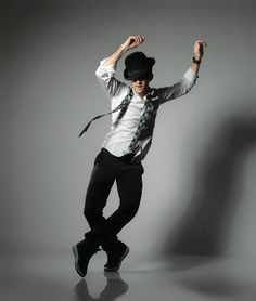 """Resolve to work on your """"bad side"""" in advises Broadway choreographer Andy Blankenbuehler. Get more resolution inspiration for (Photo by Matthew Karas) Action Pose Reference, Human Poses Reference, Pose Reference Photo, Action Posen, Dancer Photography, Dance Like No One Is Watching, Figure Poses, Poses References, Dynamic Poses"""