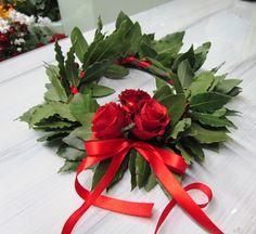 www.ifioridigiuli.it Crochet Christmas Wreath, Christmas Wreaths, Tulle Wreath, Laurel Wreath, Graduation Day, Pink Tulle, Nursery Wall Decor, Diy Flowers, Baby Shower Decorations