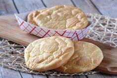 Een lekker koolhydraatarm ontbijt of hoofdgerecht, koolhydraatarm oopsie brood. De oopsies zijn lekker met beleg maar kunnen ook naturel worden gegeten. Het oopsie brood is ook handig om te gebruiken bij het eten van een hamburger, vervang het koolhydraatrijke kadetje met een 2 oopsie broodjes en smullen maar!