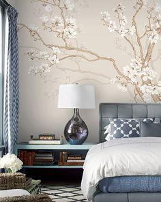 Tapisserie asiatique fleurs et oiseaux - Les magnolias blancs et les oiseaux sur fond beige Master Bedroom, Bedroom Decor, Palace Interior, Asian Decor, Picture Wall, Loft, House, Magnolias, Home Decor
