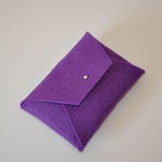 Keçe Cüzdan (Mor) Minimal görünüme sahip cüzdanımız tamamen el yapımı olup dikişsizdir. Materyali, A.... 282521