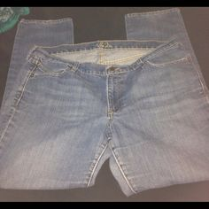 Denim jeans Denim jeans with out tags. Jeans worn severals times yet they are in great condition..light denim..no stains, no damages Old Navy Jeans