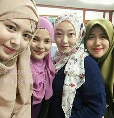 Ayana Jihye Moon, Muslimah Cantik Asal Korea   KASKUS Beautiful Hijab, Beautiful Women, Modele Hijab, Innocent Girl, Hijab Niqab, Happy Eid, Muslim Girls, Pashmina Scarf, Chinese Culture