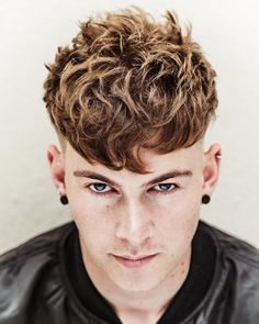 Cool Men's Hairstyles for 2018 https://www.menshairstyletrends.com/cool-mens-hairstyles-2018/ #menshair #menshair2018 #menshaircuts #menshairstyles #menshairtrends #hair #2018 #mensstyles