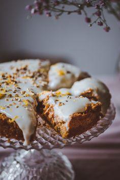 Terveellisempi italialainen porkkanakakku (V, GF) – Viimeistä murua myöten Cake Recipes, Vegan Recipes, Sugar Free Baking, Sweet Bakery, Vegan Cake, Healthy Treats, Fun Desserts, Food Inspiration, Food To Make