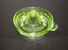 Beautiful-Vintage-Lime-Green-Vaseline-Depression-Glass-Juicer-Reamer-Tab-Handle