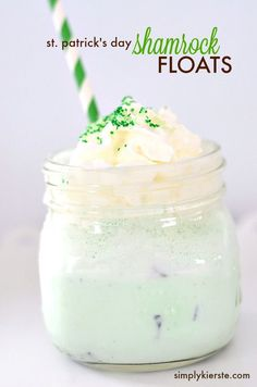 Minty and delicious, Shamrock Floats are super easy to make (for two, or for a crowd), and perfect for St. Or anytime. St Patricks Day Essen, St Patricks Day Food, Holiday Treats, Holiday Recipes, Yummy Drinks, Yummy Food, Tasty, Greens Recipe, Frozen Treats
