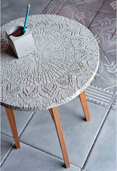 Crafting with concrete - making creative ideas for yourself- Basteln mit Beton – kreative Ideen zum selber machen coffee table made of concrete tinker with concrete - Beton Design, Concrete Design, Design Design, Design Table, Concrete Crafts, Concrete Projects, Concrete Furniture, Diy Furniture, Cheap Home Decor