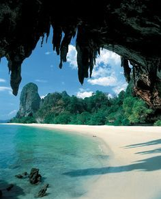 Thailand Resort -I'd love to be fit and beautiful to spend my 40th birthday in Thailand - wearing breezy sarongs and sexy swimmers!  - Collecting up my prior pins here for re-casting on new boards.