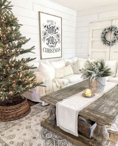 Fabulous Farmhouse Christmas Decor Ideas For Living Room - Spring is the time to renew, refresh & revive your living room. After the long winter days give a nod to spring with these quick & simple idea. Cottage Christmas, Farmhouse Christmas Decor, Christmas Coffee, Cozy Christmas, Christmas Signs, Farmhouse Decor, Christmas Decorations, Table Decorations, Coffee Table Christmas Decor