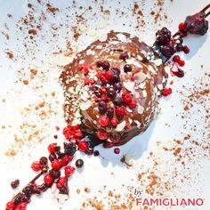 Μοιάζει σαν πίνακας ζωγραφικής αλλά είναι το πιο νόστιμο #παρφέ σοκολάτας που έχετε δοκιμάσει...  💻 www.famiglianodelivery.gr ☎️ 2316.008.188 ➡️ Τσιρογιάννη 5, απέναντι από τον Λευκό Πύργο  #handmade_happiness #Λευκός_Πύργος #famigliano #ourplace #myfamigliano