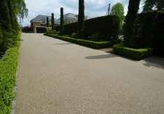 Pictures and photos of resin bonded and resin bound gravel driveways. Clearstone are the UK's leading quality resin bound surfacing specialist – an alternative to asphalt drives. Resin Bound Gravel, Resin Bound Driveways, Georgian Style Homes, Resin Bond, Gravel Driveway, Driveway Design, Classic House, Bellisima, Case Study