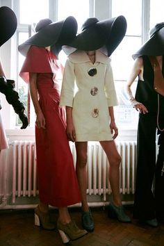 J.W.Anderson Spring 2015 backstage, shot by Lea Colombo. LOVE HE HATS, THE VINTAGE VOGUE LOOK.