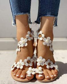 Floral Embellished Toe Ring Casual Sandals Source by de mujer sandalias Cute Shoes, Me Too Shoes, Women's Shoes, Shoes For Jeans, Cute Casual Shoes, Dance Shoes, Footwear Shoes, Pretty Shoes, Shoes Style