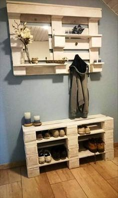 Use Pallet Wood Projects to Create Unique Home Decor Items Wood Pallet Furniture, Furniture Projects, Furniture Making, Home Furniture, Pallet Wood, Wood Pallets, Euro Pallets, Outdoor Furniture, Palette Furniture