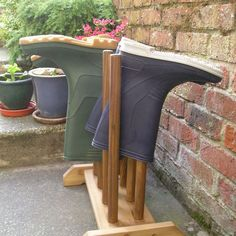 FOUR PAIR WELLIE RACK WELLINGTON BOOT STAND