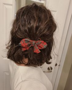Your Bandana Hairstyle In This Summer Best Bandana Hairstyles Bandana - Timi Rf Mcculler - Hair Styles Scarf Hairstyles, Curled Hairstyles, Trendy Hairstyles, Bandana Hairstyles Short, Hair Inspo, Hair Inspiration, Coiffure Hair, Hair Day, Hair Looks