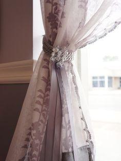 Salon Design in Vintage Style: Marvelous Port Credit Beauty Salon Fancy Transparent Curtain ~ SQUAR ESTATE Villa