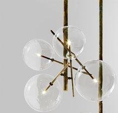 Versandkostenfrei online: Bolle von Gallotti&Radice - luftig-leichte Hängeleuchte mit Halogen punktförmiger Lichtquelle, wahlweise mit 4 oder 6 Glaskugeln.