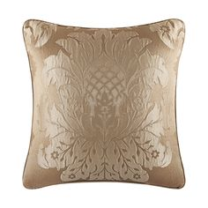 Five Queens Court Colonial Gold Damask Polyester 18-inch Throw Pillow (Square Pillow, 18x18 Gold), Size 18 x 18