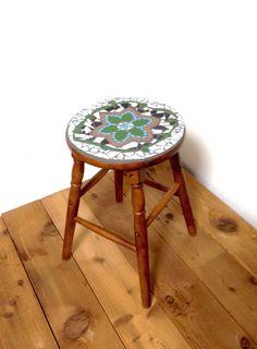Mosaic tile stool or flower stand🔹🔹🔹by Mosaic tile works http://kirasaya.com