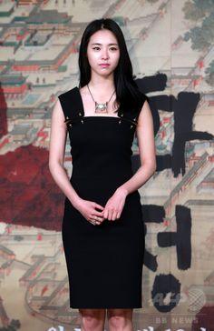 韓国・ソウルの韓国文化放送(MBC)社屋で行われた、ドラマ「華政 화정 Hwa Jung」の制作発表会に臨む、女優のイ・ヨニ(2015年4月7日撮影)。(c)STARNEWS ▼15Apr2015AFP|MBC新ドラマ「華政」の制作発表会、ソウルで開催 http://www.afpbb.com/articles/-/3045511 #이연희 #李沇熹 #Lee_Yeon_hee