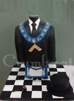 Freemason cake. Bust with collar, gavel, apron, and top hat. Elevated.