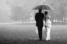 Genieße Deine Hochzeit bei jedem Wetter - Hochzeitsfotografie im Regen | Bildpoeten