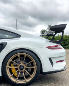 #wingwednesday #porsche #porsche911 #gt3rs #gt3 #supercar #gold #whitegold