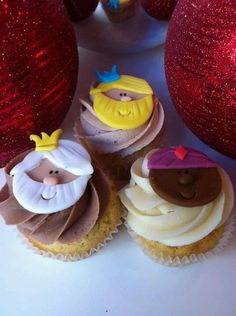 In Spain, it is the Three Wise Men who bring the presents on Christmas day! These adorable Three king cupcakes make for a perfect dessert!
