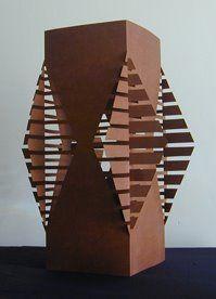 Paul Jackson  se define como un Artista del Papel , inició con el origami  y eso lo llevó a explorar dive...