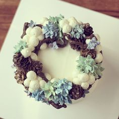 Christmas wreath by ollicake #Buttercream #flowercake #ollicake #korea #pinecone #cotton #hydrangea #christmas #wreath #winter #december ollicake@naver.com