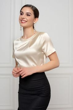 Silk satin blouse - Eth Every Thing Health Satin Bluse, Classy Work Outfits, Blouse Outfit, Beautiful Blouses, Look Fashion, Blouses For Women, Ideias Fashion, Fashion Dresses, Chiffon