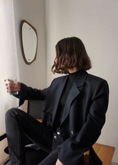 All black autumn winter outfit: black blazer, black jeans. Fashion Jobs, Fashion Week, Look Fashion, Fashion Outfits, Fashion Trends, Classy Fashion, Fashion Clothes, Winter Fashion, Fashion 1920s