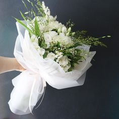 Summer Hand-tied #liziday #flower #florist #flowershop #handtied #flowergram #flowers #flowerarrange #flowerlesson #koreaflower #flowerclass #리지데이 #플로리스트 #꽃다발 #꽃박스 #꽃스타그램 #花 #花艺师 #花卉研究者 #花店 #花艺 kakao talk ID : 리지데이