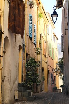 Discover Cannes Le suquet district, an hidden gem away from the Croisette and his lights ! Read on http://atasteofmylife.fr
