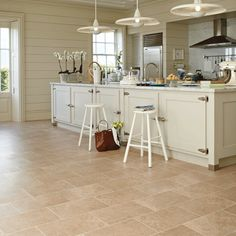 New England kitchen style New England Kitchen, New Kitchen, Kitchen Dining, Stone Kitchen, Kitchen Small, Country Kitchen, Karndean Flooring, Stone Flooring, Flooring Ideas