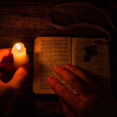 Cea mai puternica rugaciune ortodoxa Man Praying, Candle Jars, Candles, Mai, Candle Mason Jars, Pillar Candles, Lights, Candle