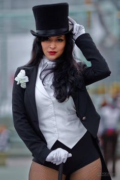 AIcosu COsplay as Zatanna I love that Sheila smiles in her pictures like she knew EXACTLY how the world is gonna end I do not smile like-- Oh. Zatanna Cosplay, Dc Cosplay, Comic Con Cosplay, Best Cosplay, Cosplay Girls, Cosplay Costumes, Cosplay Ideas, Zatanna Dc Comics, Top Superheroes
