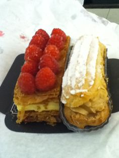 Pastry with a mascarpone & white chocolate filling, topped with raspberries and Paris brest made of choux pastry and praline cream. From Paris, France yum yum! Chocolate Filling, White Chocolate, Paris Brest, Choux Pastry, French Pastries, Eclairs, Quick Bread, Graham Crackers, Pop Tarts