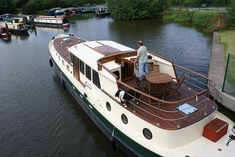 Dutch Barge, Gentlemans Club, Narrowboat, Yacht Boat, Speed Boats, Motor Boats, Yachts, Kayaking, The Row