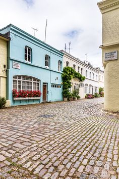 Ennismore Gardens Mews has colorful pastel houses and is one of the prettiest streets in South Kensington, London. #london #southkensington #mews #house