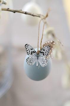 meaningful noise: At Easter I make blue.meaningful noise: At Easter I make blue. Happy Easter, Easter Bunny, Easter Eggs, Jesus Easter, Diy Ostern, Deco Floral, Diy Blog, Easter Holidays, Spring Has Sprung